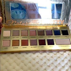 It Cosmetics Naturally Pretty Shadow Palette